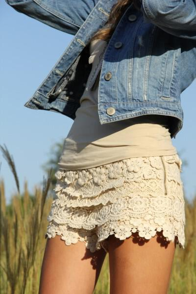 how-to-wear-lace-shorts-in-spring-1