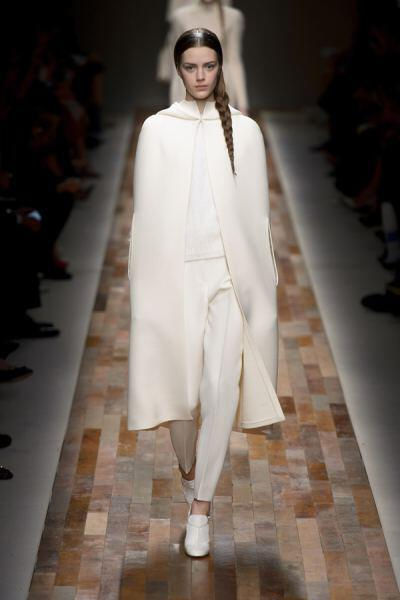 trends 2014 cape 29003 valentino waw1314 033 - Winter trends: Capes are hot this year 15 ways to wear them