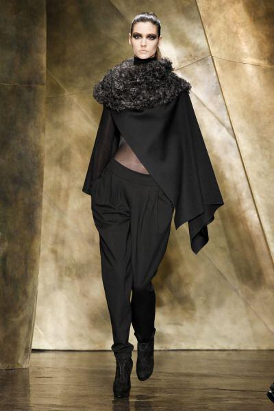 trends 2014 cape 29011 donna karan waw1314 109 - Winter 2014 trends: Capes are hot this year
