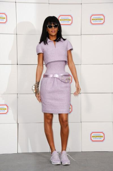 Celebrities love sneakers 2 - Celebrities love sneakers and how you can style them!