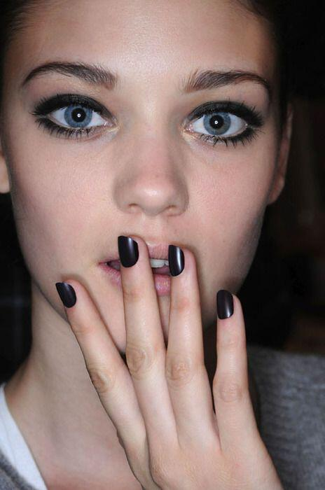 6-amazing-color-ideas-winter-manicure1