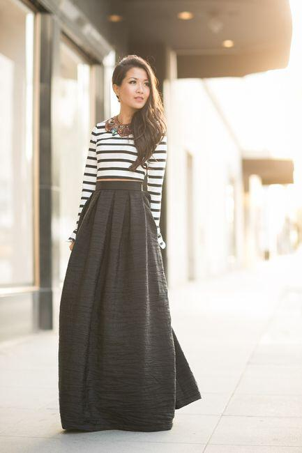2925a5bfd8 6 stylish ways to wear a maxi black skirt - stylishwomenoutfits.com