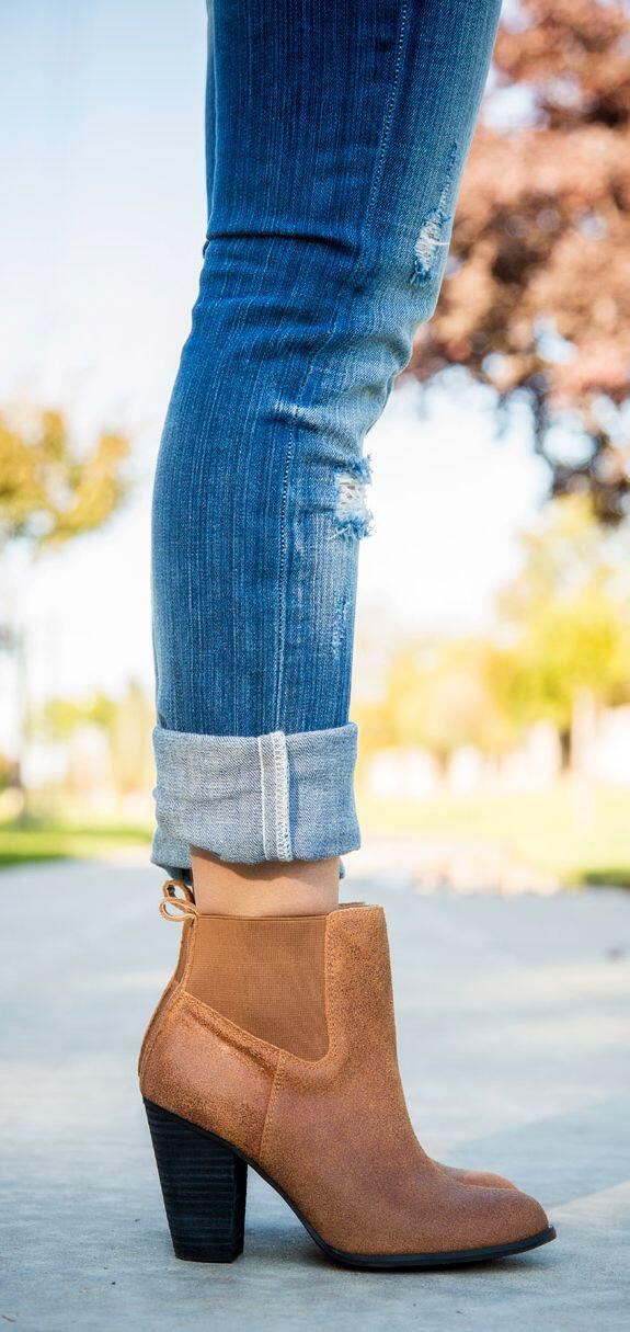 wear-fashionable-suede-booties2