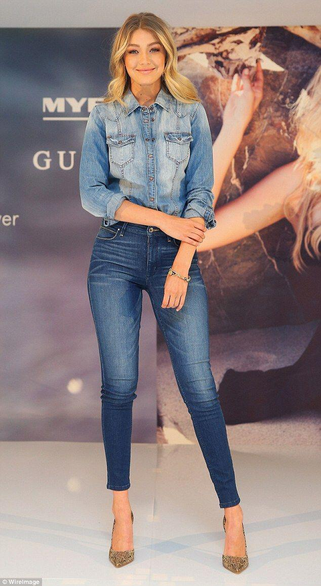 5 beautiful Christmas party outfits with denim pants ...