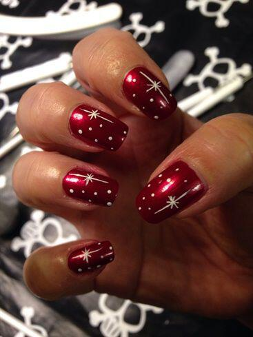 6-glamorous-christmas-manicures-red-nail-polish