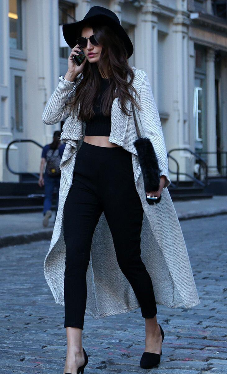 7827ccb759495 How to wear a cropped top in the winter - stylishwomenoutfits.com