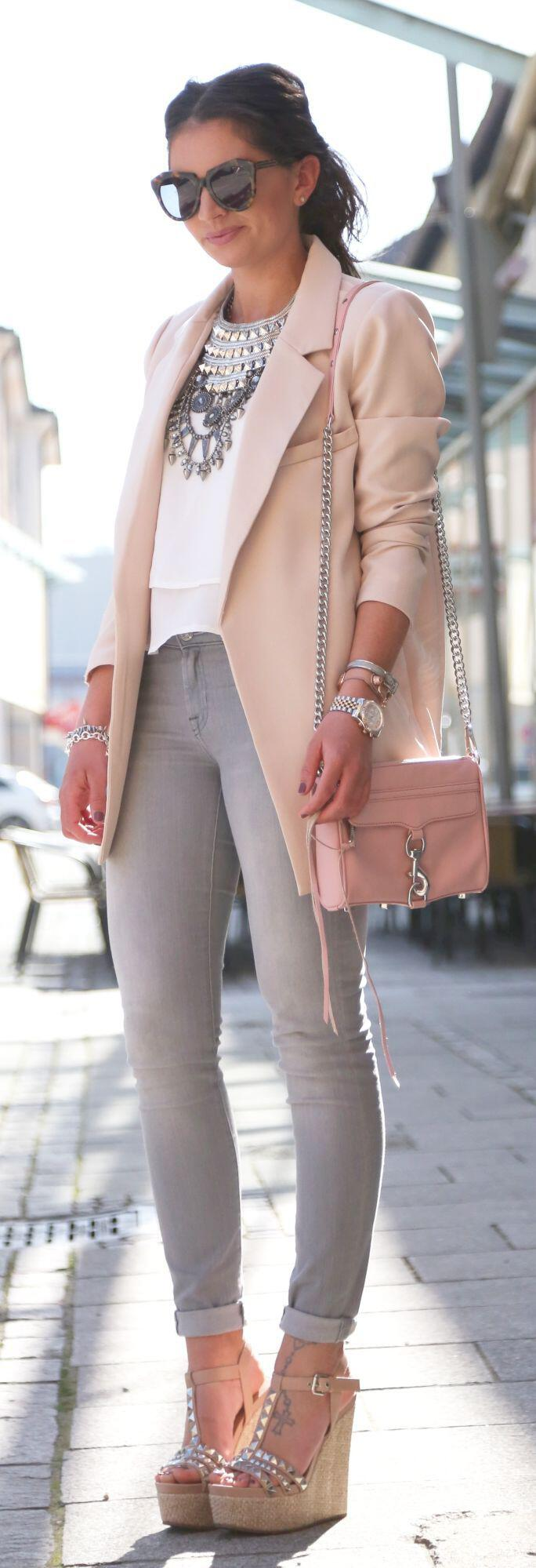 spring-outfits-right-pastel-bag