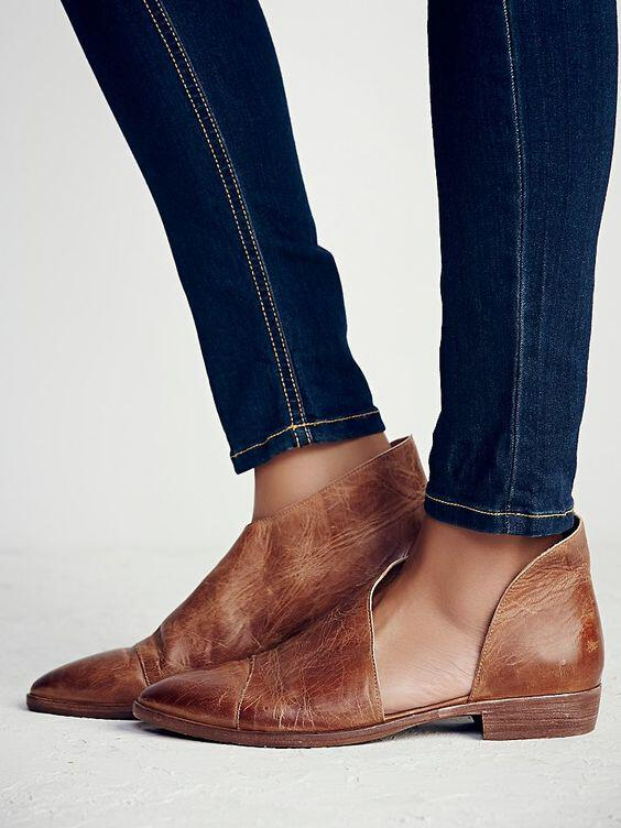 6-outfit-ideas-with-flat-leather-booties-that-are-stylish-and-comfortabe