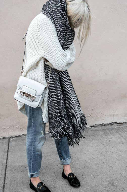 25 stylish winter outfits with boyfriend jeans and sweaters 13 - Πως να φορέσεις boyfriend jeans με πουλόβερ το χειμώνα - 8 outfit ideas