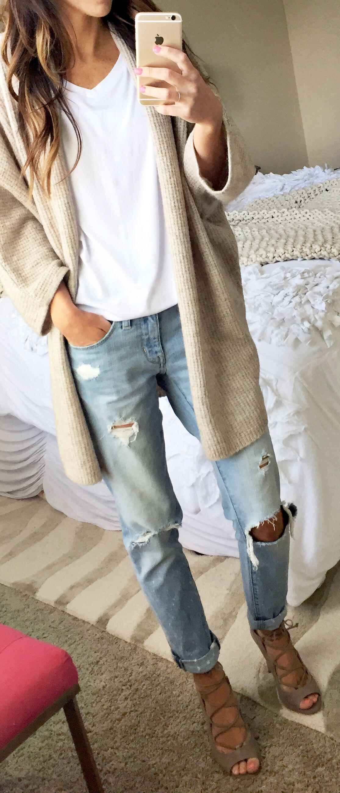 25 stylish winter outfits with boyfriend jeans and sweaters 2