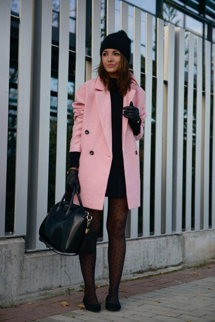 9 Sweet Winter Outfits With A Pink Coat That You Can
