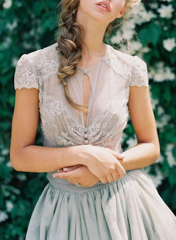 11 classy spring outfits with a pastel blouse 3 - 11 classy spring outfits with a pastel blouse