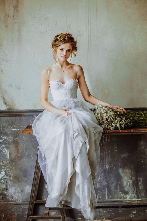 6 simple wedding dresses for a romantic spring look 1 - 6 Romantic wedding dresses for spring (part 2)