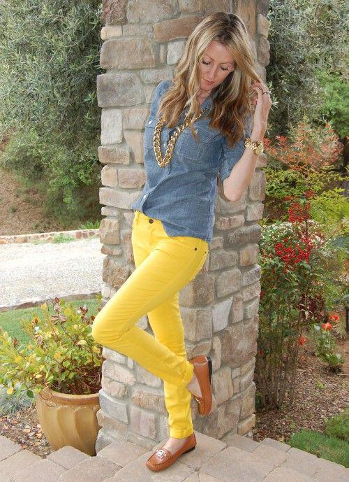 19 outfit ideas to wear your yellow jeans this spring 6 - 19 outfit ideas to wear your yellow jeans this spring