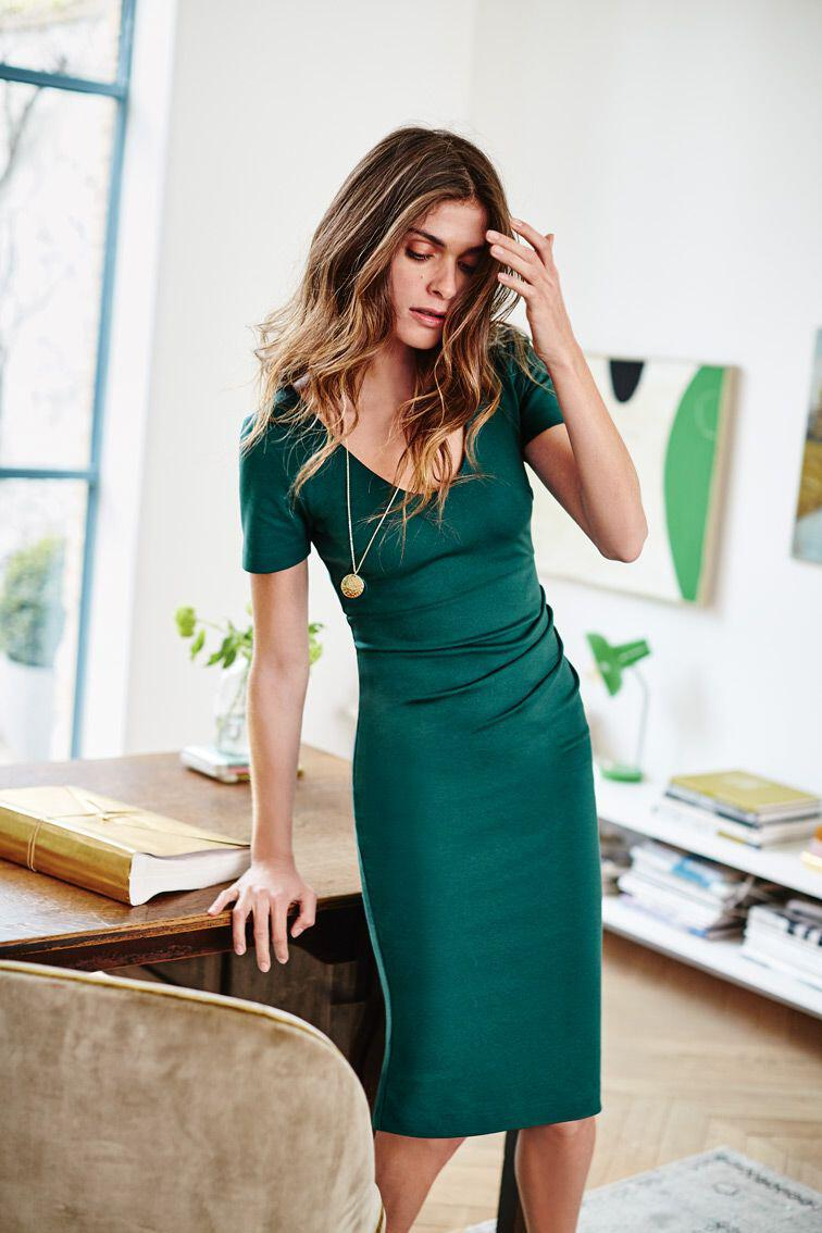 14 stylish ideas to wear an emerald green dress 4 - 14 stylish ideas to wear an emerald green dress