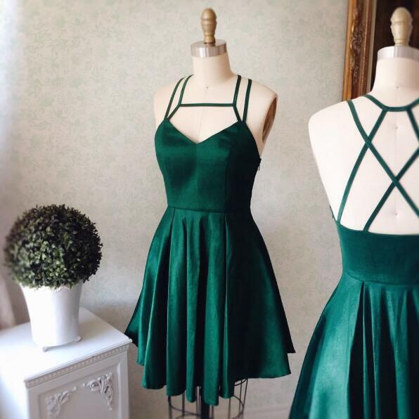 14 stylish ideas to wear an emerald green dress 5 - 14 stylish ideas to wear an emerald green dress