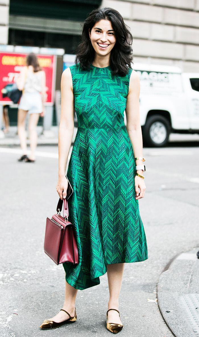 14 stylish ideas to wear an emerald green dress 7 - 14 stylish ideas to wear an emerald green dress