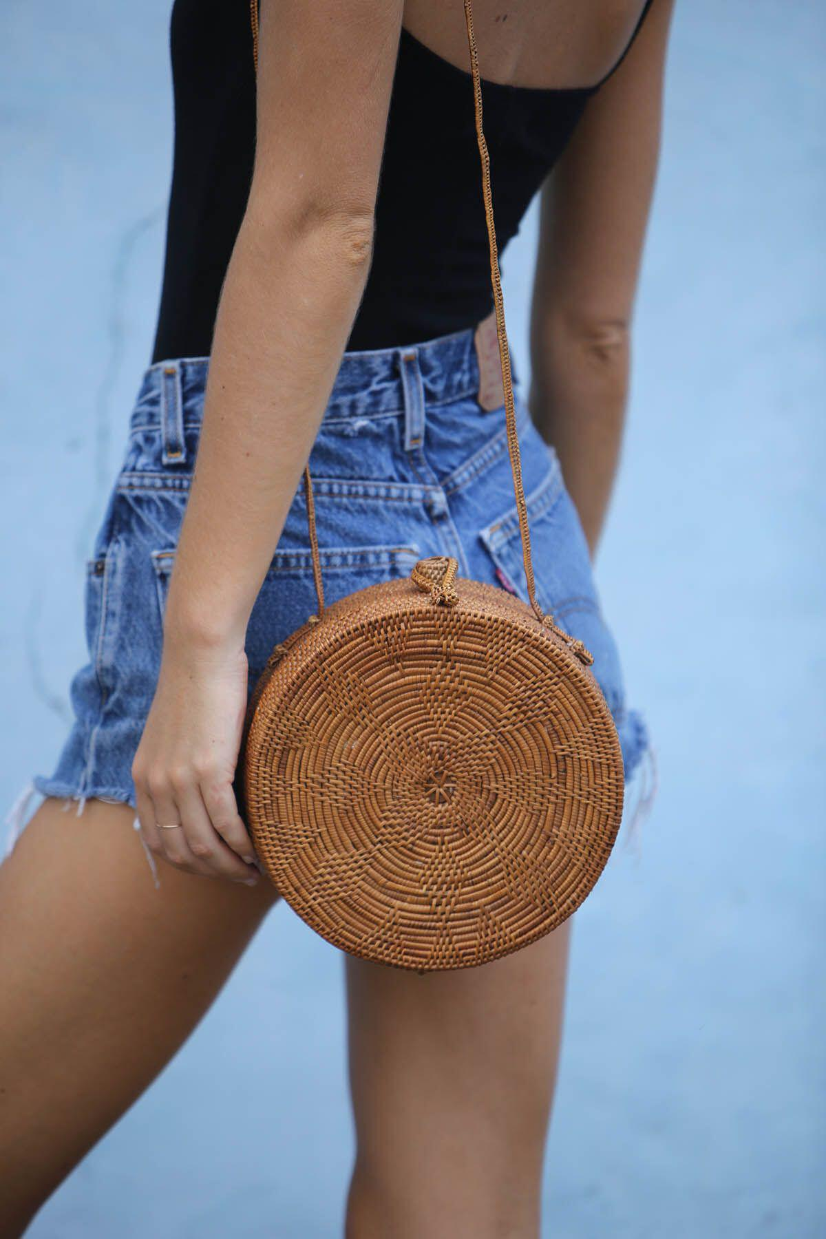 15 stylish woven bag outfits for the summer 11 - 15 stylish woven bag outfits for the summer