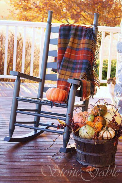 14 amazing fall porch decorating ideas 5 - 14 amazing fall porch decorating ideas