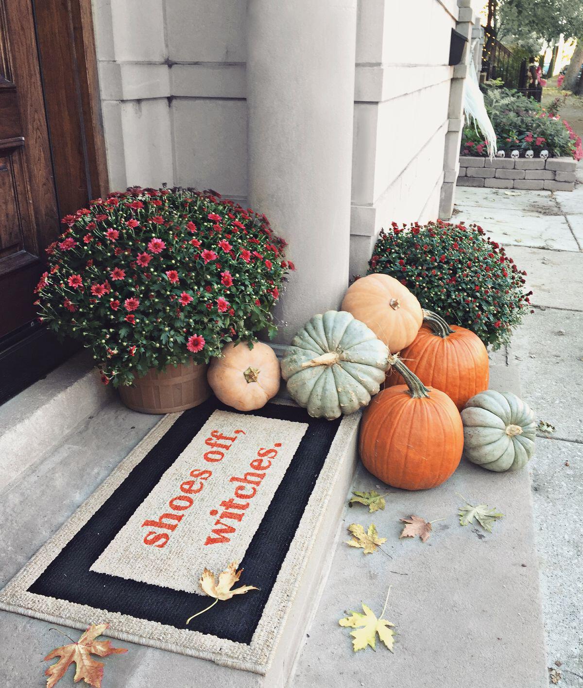 14 amazing fall porch decorating ideas 6 - 14 amazing fall porch decorating ideas