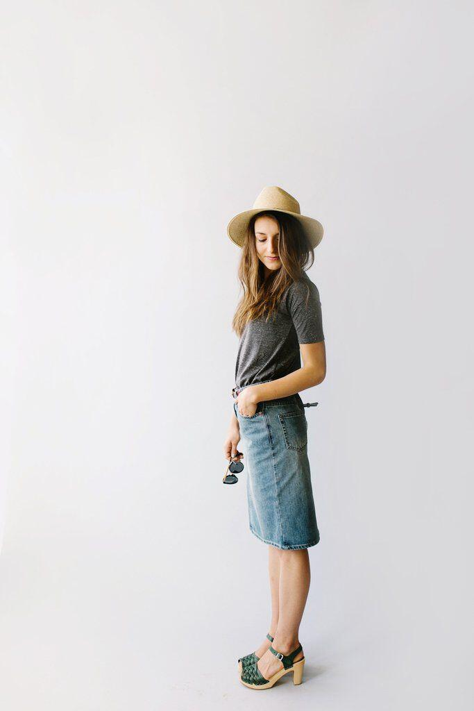 7d935a2876c 25 grown up ways to wear a denim skirt - Page 4 of 11 ...