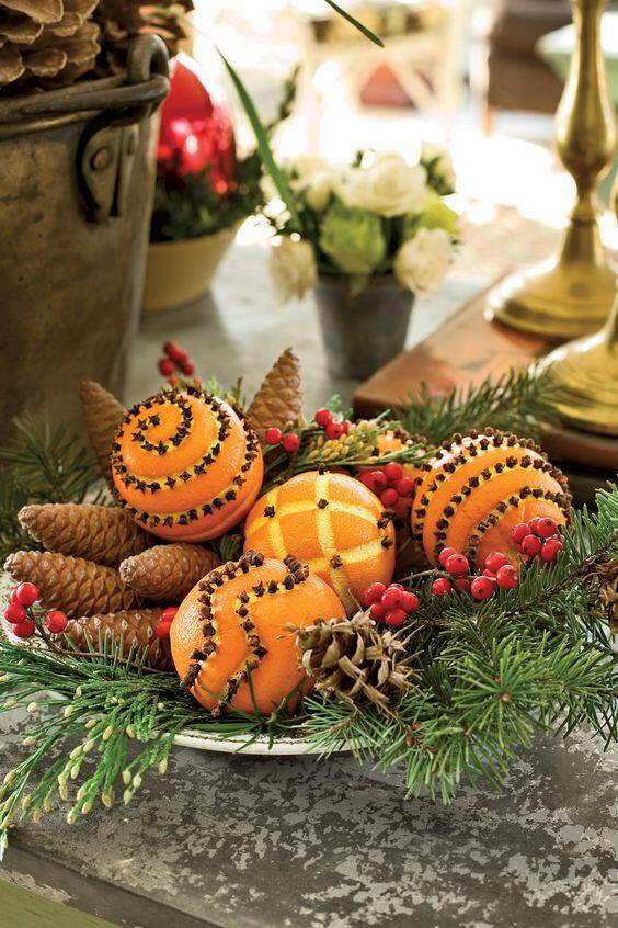 15 beautiful christmas table decorations you can copy 1 - 15 beautiful Christmas table decorations you can copy