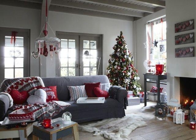 17 Lovely Christmas Decorations For The Living Room