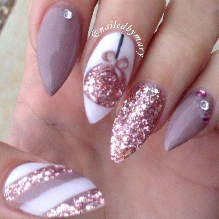 25 christmas nails to get ideas from stylishwomenoutfits 25 christmas nails to get ideas from prinsesfo Choice Image
